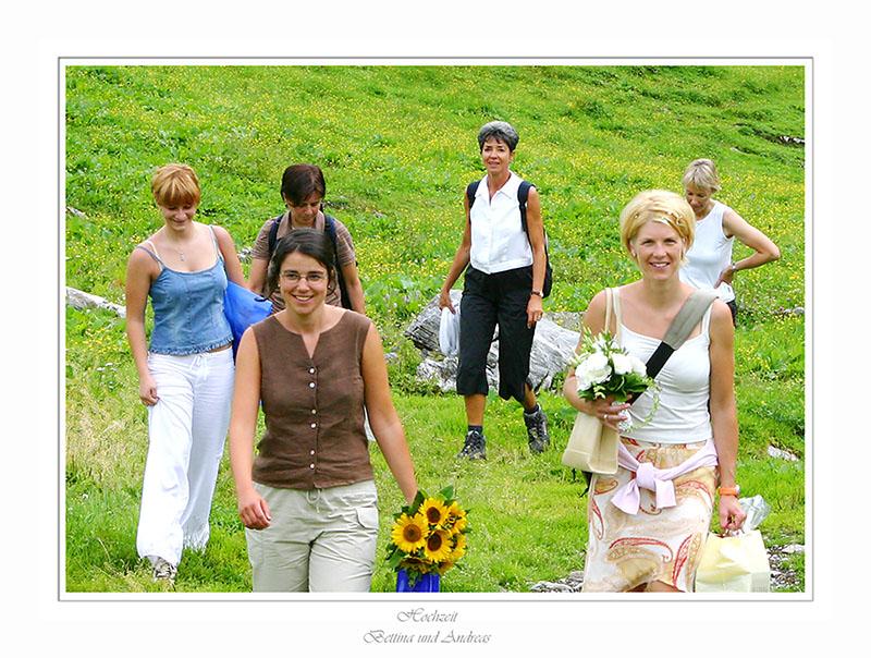 Braut - Brautführerin - Bildmitte die Brautmutter