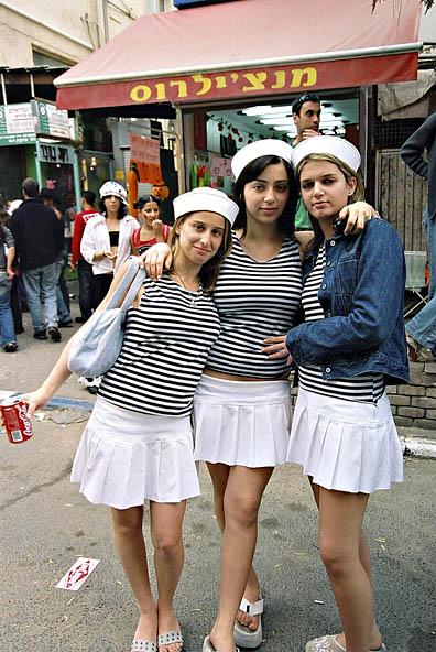 Girls street photography 7719-28-10409-pb.jpg
