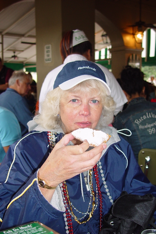 SARA ENJOYS A BEIGNET AT CAFE DE MONTE