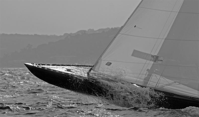 Etrave dun 6 M JI dans la vague