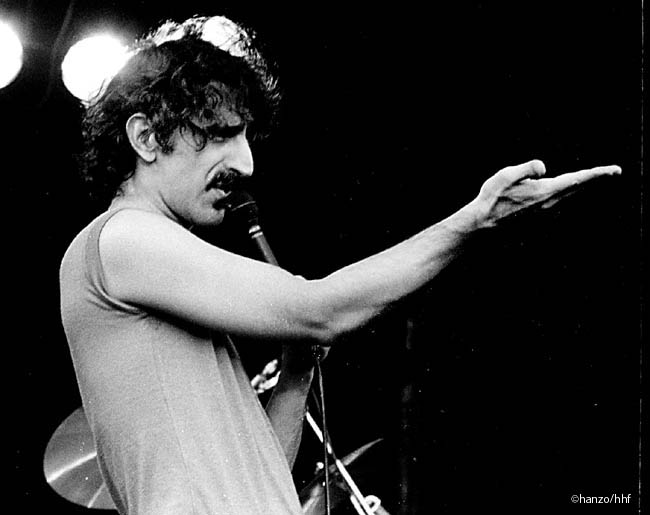 Zappa hand signal (fa0302-34)