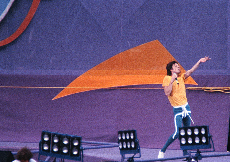 Mick Jagger/Stones stage<br>kbd2186b.jpg