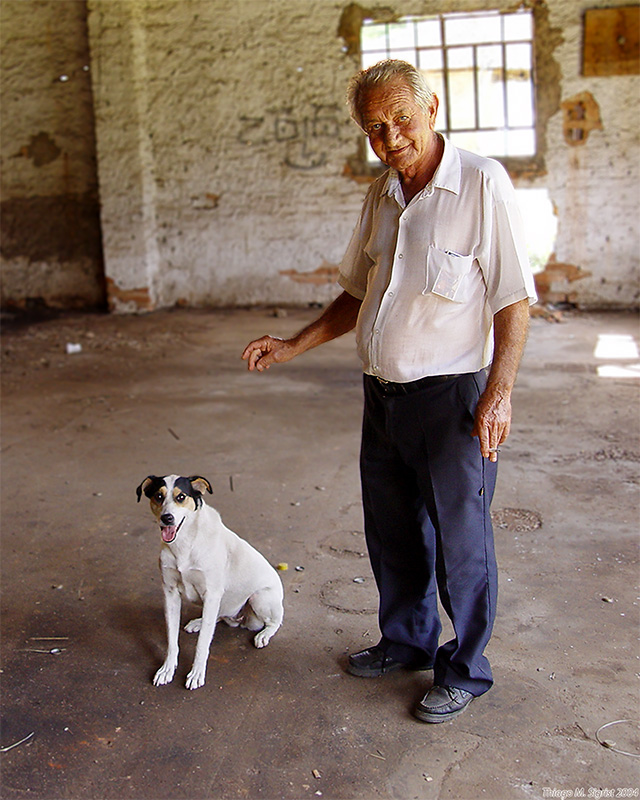 <b>first place</b><br>A man and his dog<br>by Thiago