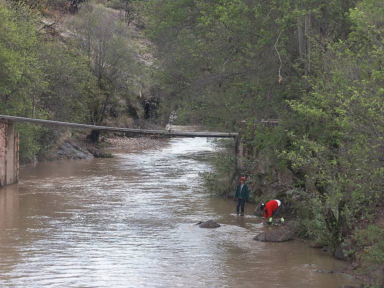 2388 Indians washing at river.jpg