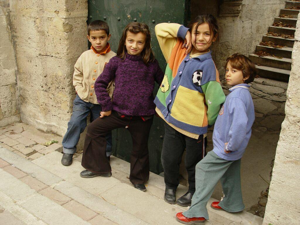 Istanbul Kids 4283 20031211 1344.jpg
