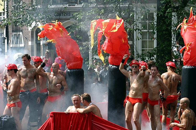 Gay Pride Amsterdam<br>030802-007b.jpg
