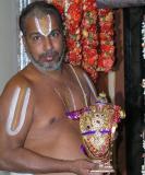 ArAdhakar swAmi showing kutti kaNNan to assembled bhAgavathAs