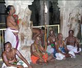 other theerthakArs sitting with Srimath Azhagiyasingar
