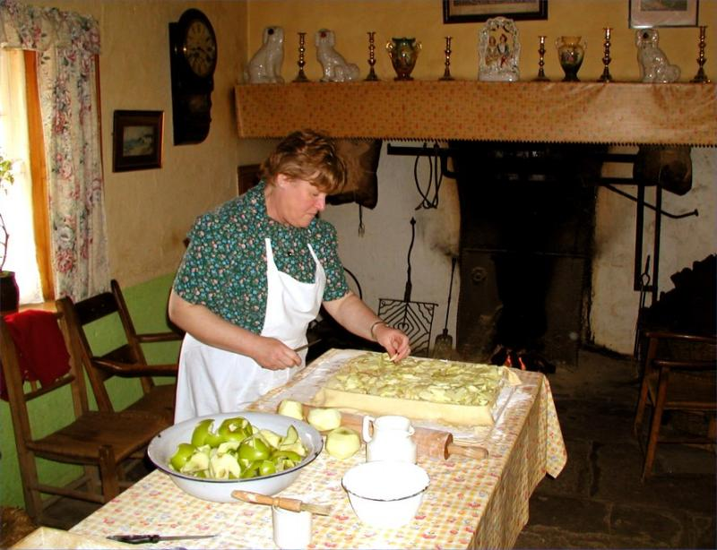 Making apple pie in the old manner