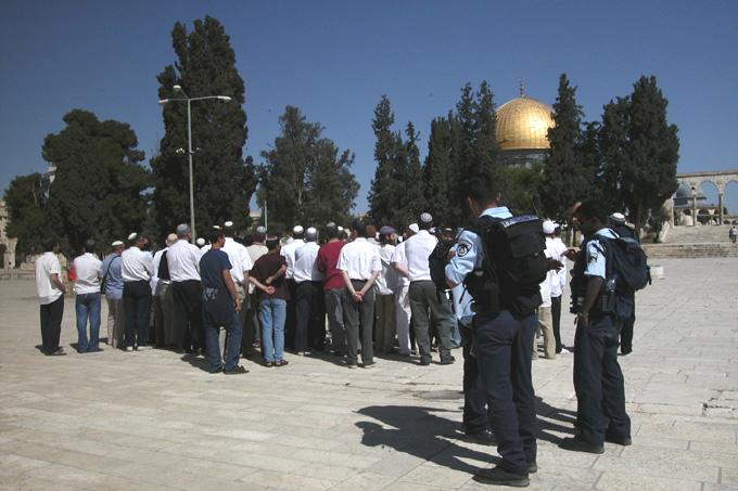 Police guarding Jewish visitors