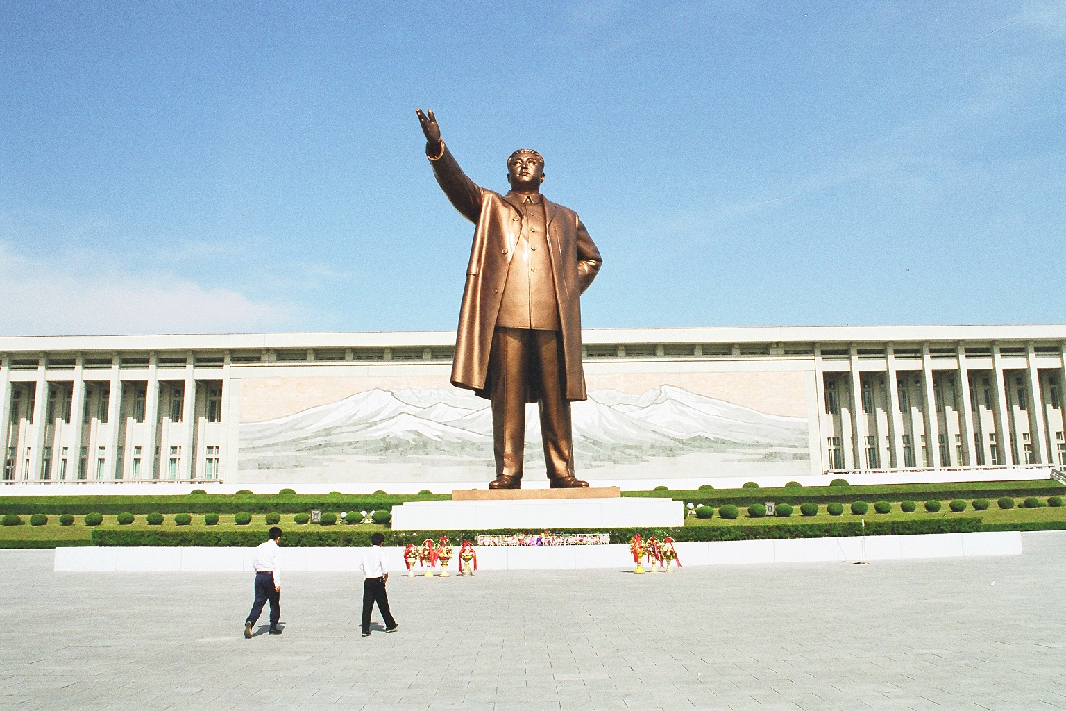 Kim Il-sung - all visitors must bow to this statue.