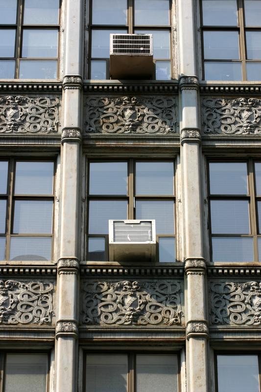 Building between Mercer and Broadway