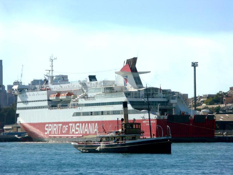 Waratah approaching Pyrmont wharf