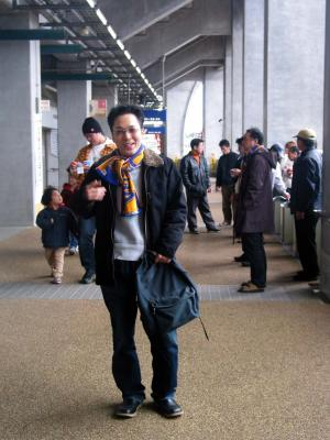 Ryu weariing the JA scarf to identify the FANS!!