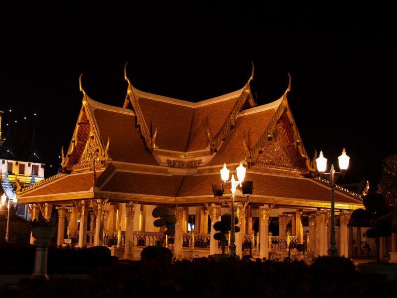 m_small temple at night.jpg