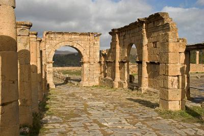 Porte dentrée du temple nord et porte sur le Cardo
