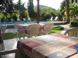 Hotel Kilim's pleasant breakfast, bar, and pool area.