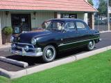 1951 Ford 4 door sedanhas a V8 motormight be a flathead V8