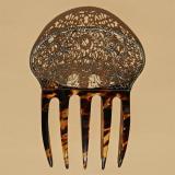 Peigne en écaille avec une galerie en métal argenté (N°39)