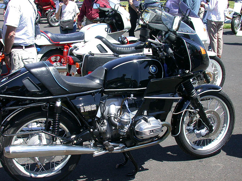 A R100rs In Classic Bmw Black With White Pinstripes Photo Ed