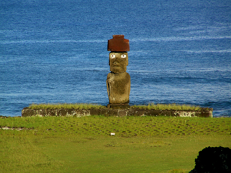 The hat and eyes were later developments in moai construction