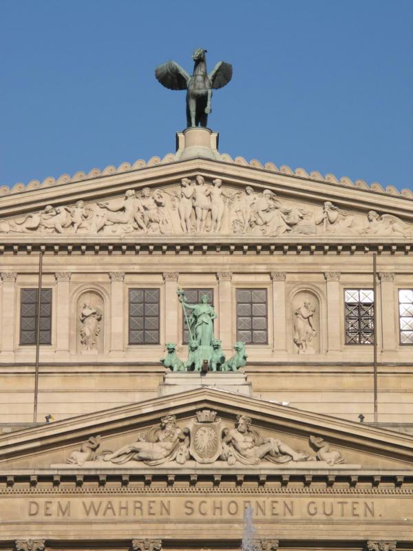 Figuren Alte Oper.JPG