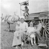 Richard E.and Bessie Jones.  Union Hill, TN  1916