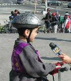 A younger rider does a Stand Up on the courthouse steps.