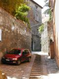 Many steep streets have steps in the middle for pedestrians. Space in many Italian towns at a premium. No sidewalk necessary.