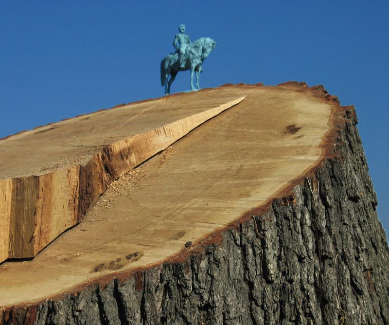 A huge statue of Civil War general Hancock<br>8813