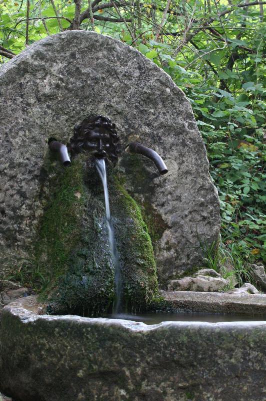 3 Röhren-Brunnen