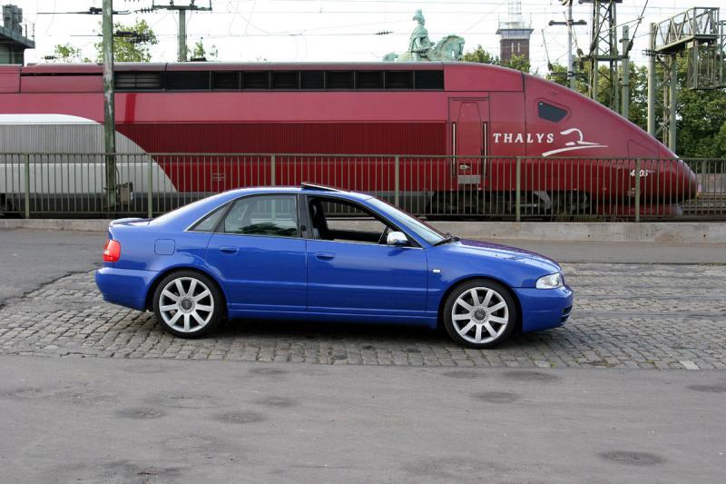 Nogaro Blue Audi S4 vs Thalys.jpg