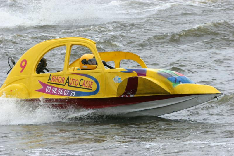 Courses de 2CV turbo-nautiques en Anjou