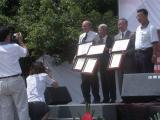 Service awards to 3 Hengchun Drs.