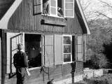 Foufouland 1961 : Catherine et Cécile à la fenêtre, Nicolas monte la garde, Claire joue à ?