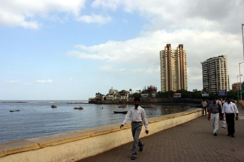 Haji Ali beach.jpg