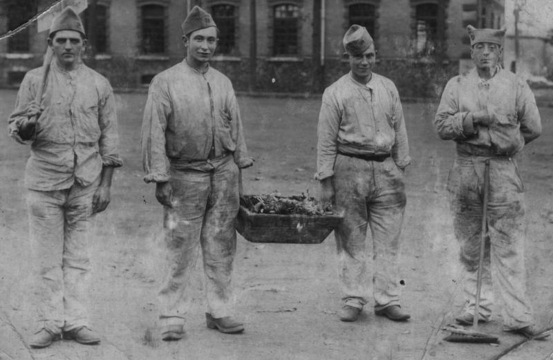 1938  - fier de leur père (we are proud)
