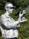 Mr Statue Juggles Silver Balls (08-26-05)