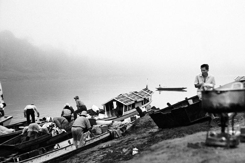 1964 Sarawak - Early morning on the river bank