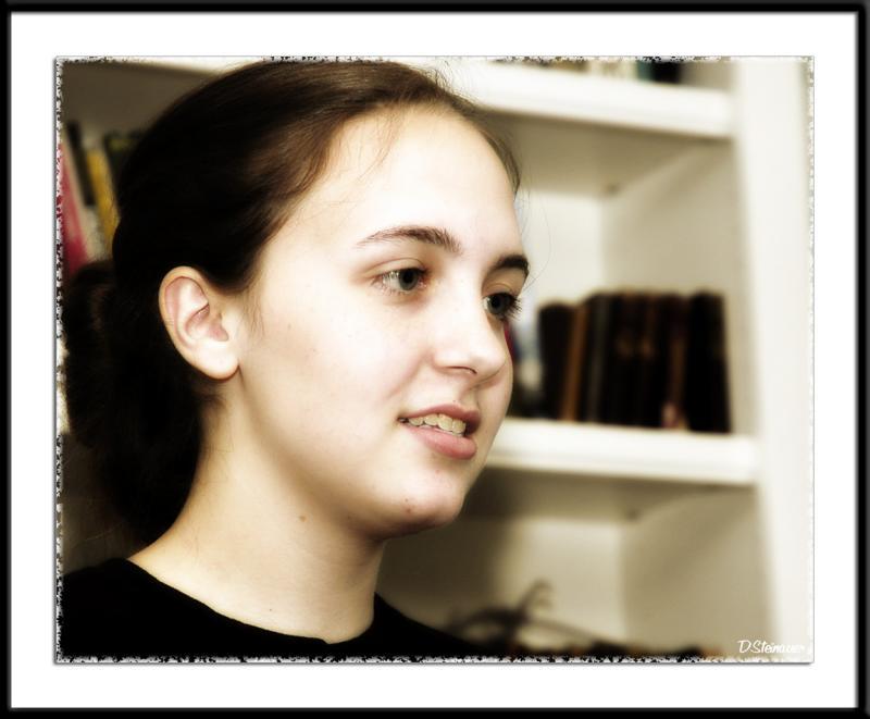 7/4/05 - Anna<br><font size=3>ds20050704_0091a2wF Anna (glow).jpg</font>