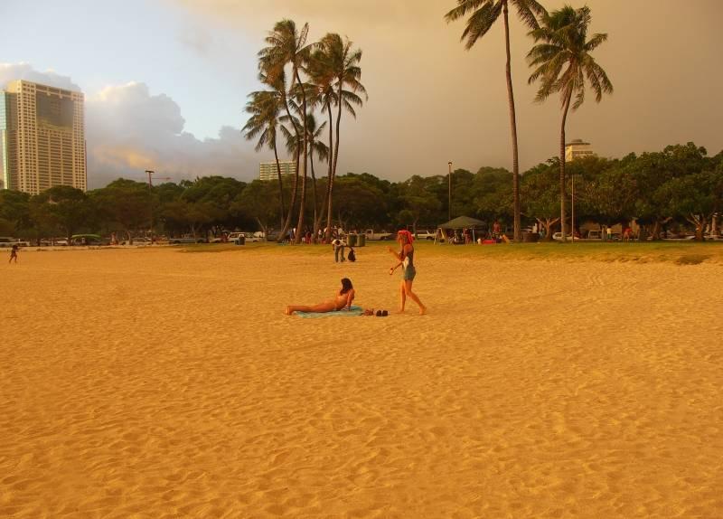 Where did everyone go? Sunset, Ala Moana Beach
