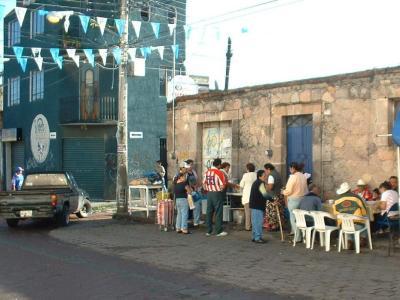 Menudo lovers wait in line