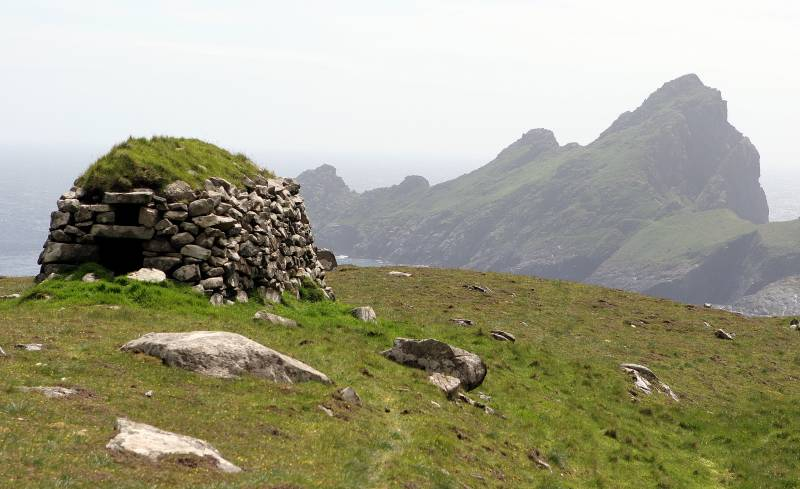 Cleit on Mullach Mor with Dun beyond