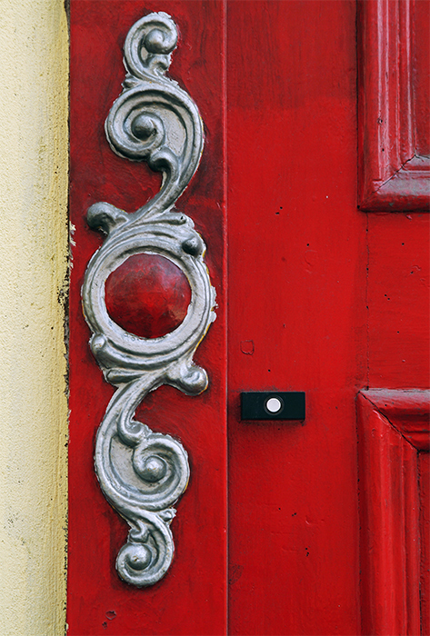 Ring and door detail in red