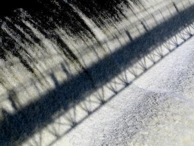 Lombre du pont sur la chute