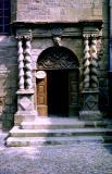 la porte aux colonnes torsadées