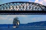 le  Eagle sous le pont de Québec